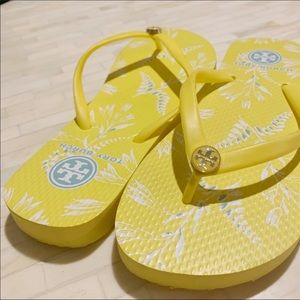 Tory Burch Yellow & White Flip Flops NWOT Size 7